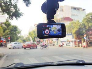 Camera hành trình cảnh báo tốc độ