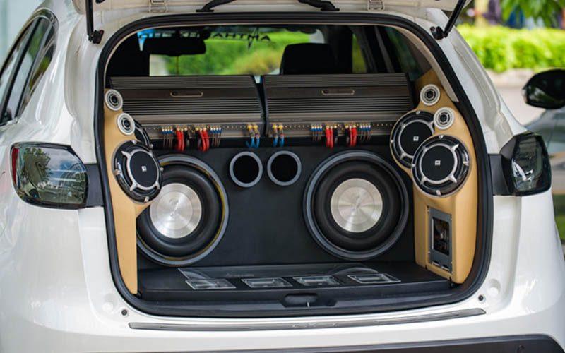 Có nên độ loa xe ô tô & Các kiểu độ âm thanh xe hơi ưa chuộng